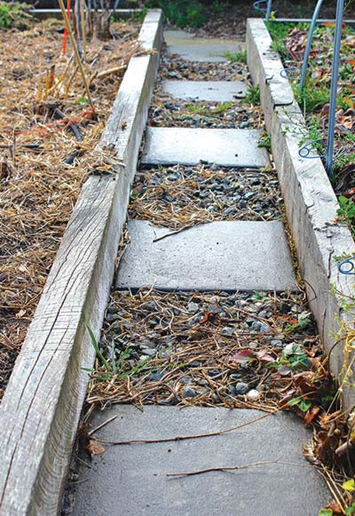 paver-and-gravel-path